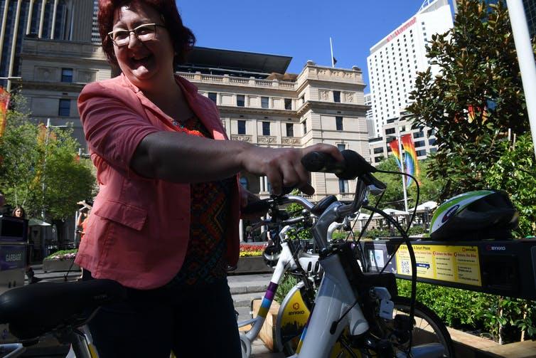 Mengapa e-Bikes Bisa Berhasil Ketika Skema Bike-Share Sebelumnya Gagal